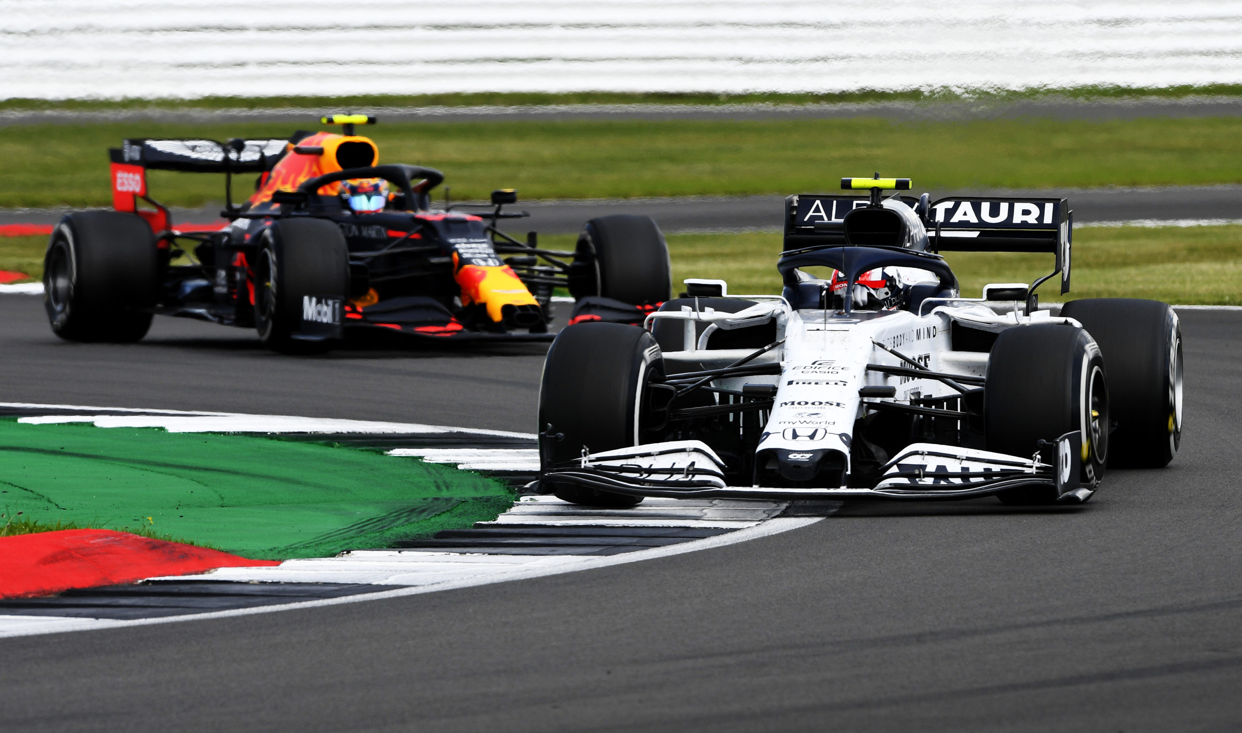 NORTHAMPTON, ENGLAND - AUGUST 02: Pierre Gasly of France driving the (10) Scuderia AlphaTauri AT01 Honda leads Alexander Albon of Thailand driving the (23) Aston Martin Red Bull Racing RB16 on track during the F1 Grand Prix of Great Britain at Silverstone on August 02, 2020 in Northampton, England. (Photo by Rudy Carezzevoli/Getty Images) // Getty Images / Red Bull Content Pool  // AP-24TQ5F39D1W11 // Usage for editorial use only //